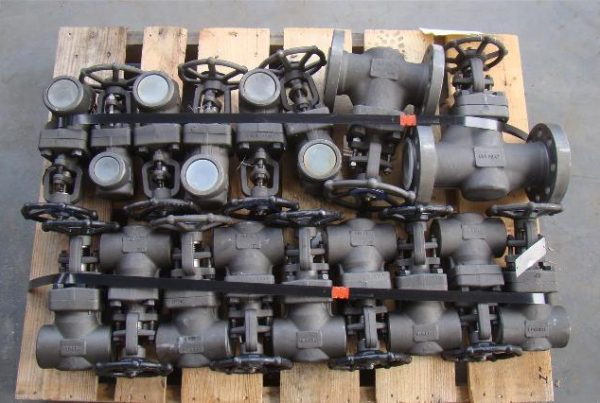 11 LUTON A105 FORGED STEEL VALVES